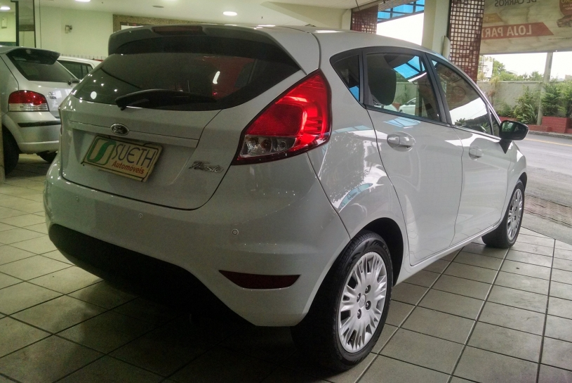 Ford New Fiesta 1.5 HB S MANUAL